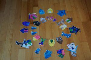 von Kindern gemalte Bilder zum Theater bei BLT-Sprachen